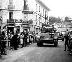 le carrefour (3 sept. 1944) / Le Chambon center (Sept. 3, 1944)